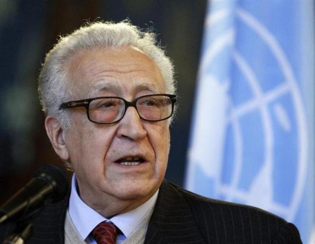 الاخضر الابراهيمي يحث دمشق والمعارضة على إجراء محادثات بالأمم المتحدة