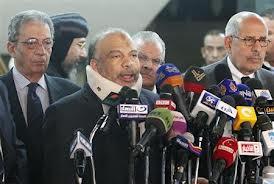 ساسة مصريون يجتمعون وسط توتر