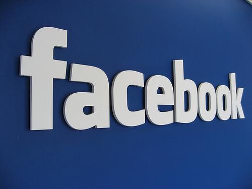 فيس بوك تطالب من اعضائها بأخبارها عن الحسابات الوهيمة