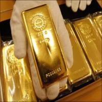 الذهب يهبط من أعلى مستوى في 6 أشهر ونصف