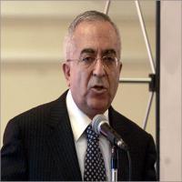 فياض يدعو لمساءلة إسرائيل على إمعانها في استهداف وجودنا
