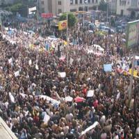 مصر تشهد مظاهرات مؤيدة للاعلان الدستوري واحتجاجات ضده